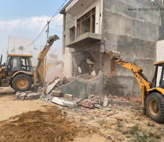 DTCP demolishes illegal floors of 10 buildings and 12 shops in DLF-3, Gurugra